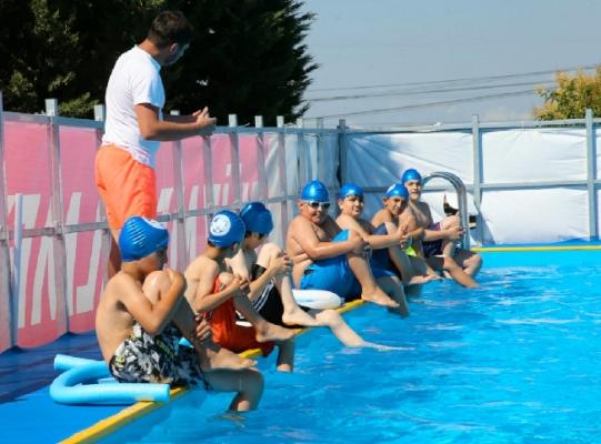 Sultanbeyli'de Çocukların Yüzme Heyecanı Başladı