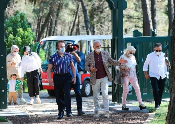 Ümraniye'de Orhan Gencebay'a Duygulandıran Sürpriz