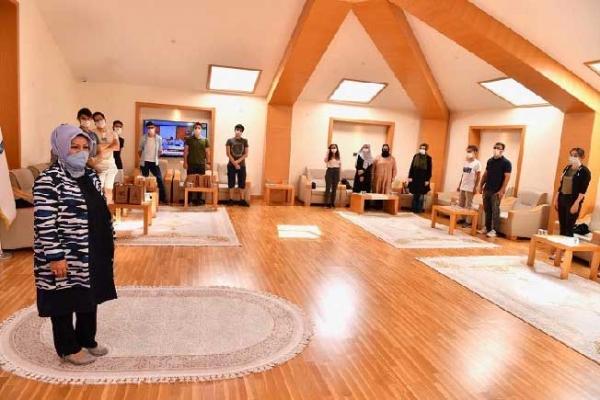 Başkan Üniversite'yi kazanan öğrencileri misafir etti
