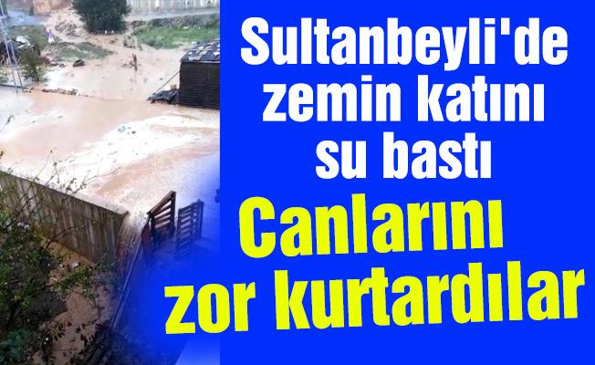 Sultanbeyli'de zemin katını su bastı. Canlarını zor kurtardılar