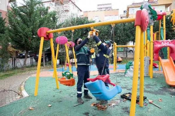 """Parkları """"pandemisiz"""" günlere hazırlıyorlar"""