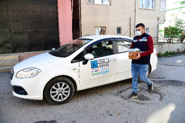 Kadıköy'de Kovidli Hastalara Sıcak Yemek