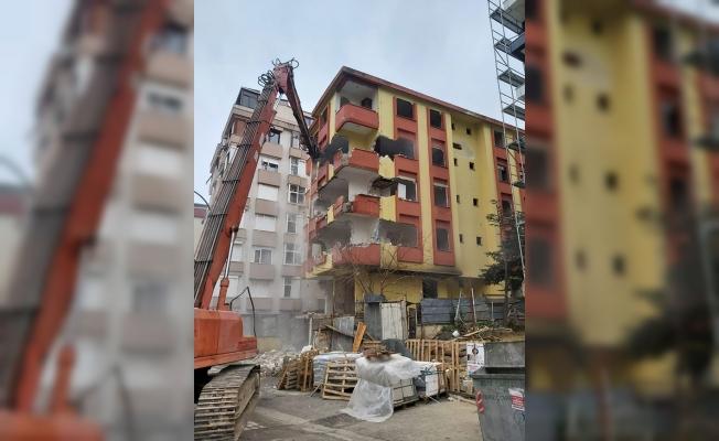 Kartal'da Riskli Yapıların Yıkımına Devam Ediliyor