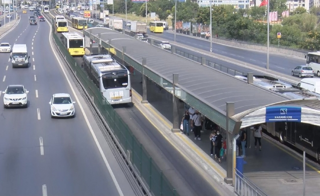 İstanbul'da Sıcaktan Asfalt Eridi