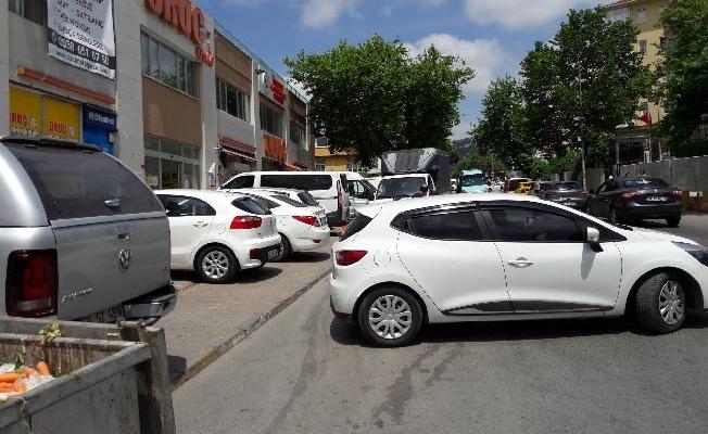 Maltepe'de marketçilerkafasına göre takılıyor!
