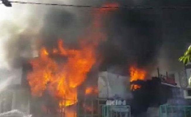 Pendik'te korkutan çatı yangını
