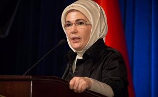 Emine Erdoğan'dan sezaryene karşı çağrı