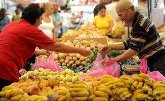 Yıllık enflasyon 10,90'dan 9,79'a geriledi
