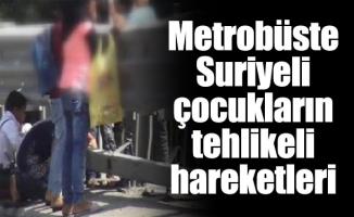 Metrobüste Suriyeli çocukların tehlikeli hareketleri