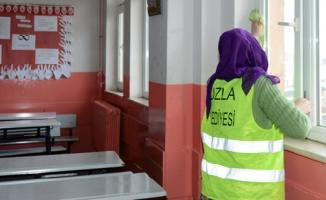 Tuzla Belediyesi, yarıyıl tatilinde okulları temizliyor