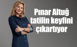 Pınar Altuğ tatilin keyfini çıkartıyor