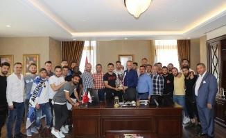 Şampiyon Takımdan Poyraz'a Ziyaret