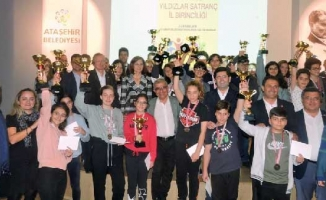 Satranç Şampiyonları Ödüllendirildi