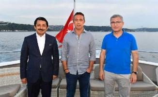 Fenerbahçe'li Futbolcular Valide Sultan Gemisi'nde Moral Depoladı