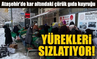 Ataşehir'de kar altındaki çürük gıda kuyruğu yürekleri sızlatıyor!