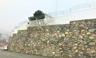 Ümraniye Belediyesi, korkuluk ve duvar çalışmaları devam ediyor