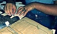 Yıpranan kitaplar aslı bozulmadan restore ediliyor