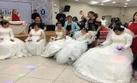 Üsküdar'da engelli genç kızlar için temsili kına gecesi düzenlendi