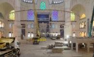 Çamlıca Camii'nin devasa avizesi yerleştirildi