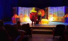 Ümraniyeli Çocuklar Tiyatro İzleyerek Eğlendi