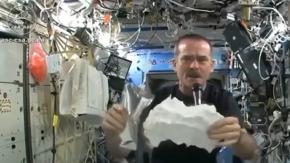 Uzayda Havlunun Suyunu Sıkınca Ne Olur?